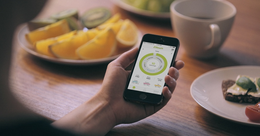 Lifesum: use the device camera to extract nutritional information from food labels